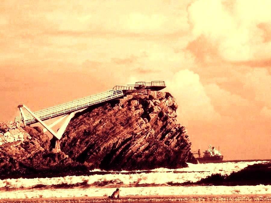 8-puente-de-la-gaviota-con-barco-y-banista